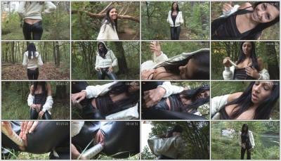 zeroberlin_britney-1_forest-games_1280