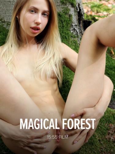 W4B – 2018-09-25 – Anna Di – Magical Forest (Video) Ultra HD 4K MP4 3840×2160