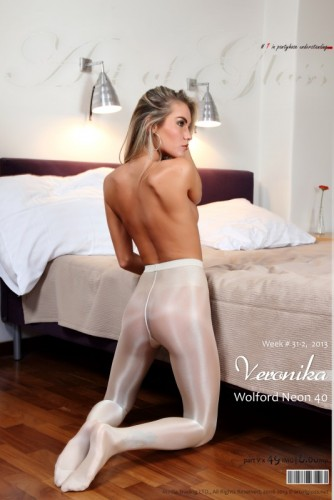 AG – 2013 Week 31-2 – Veronika & Wolford Neon 40 [part V] (49) 2000×3000